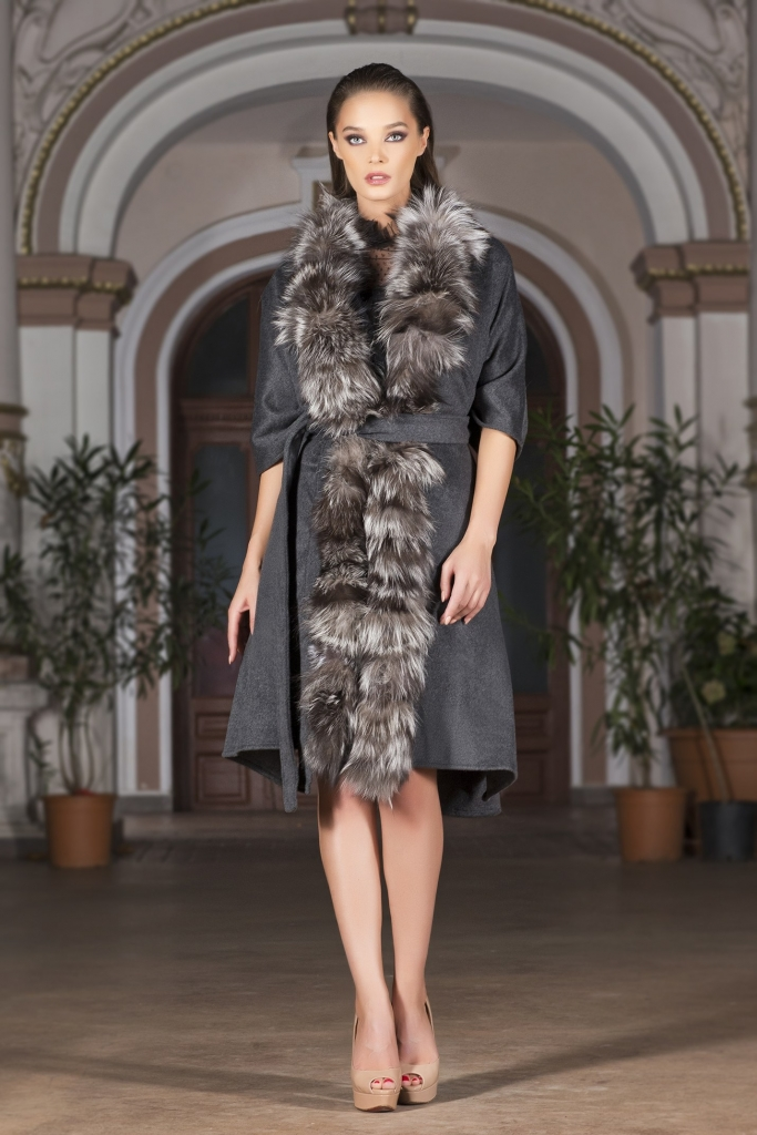 Milano style grey coat with fox fur ebele